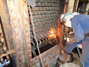 Flame cutting tube bend as preparation for removing economizer elements.